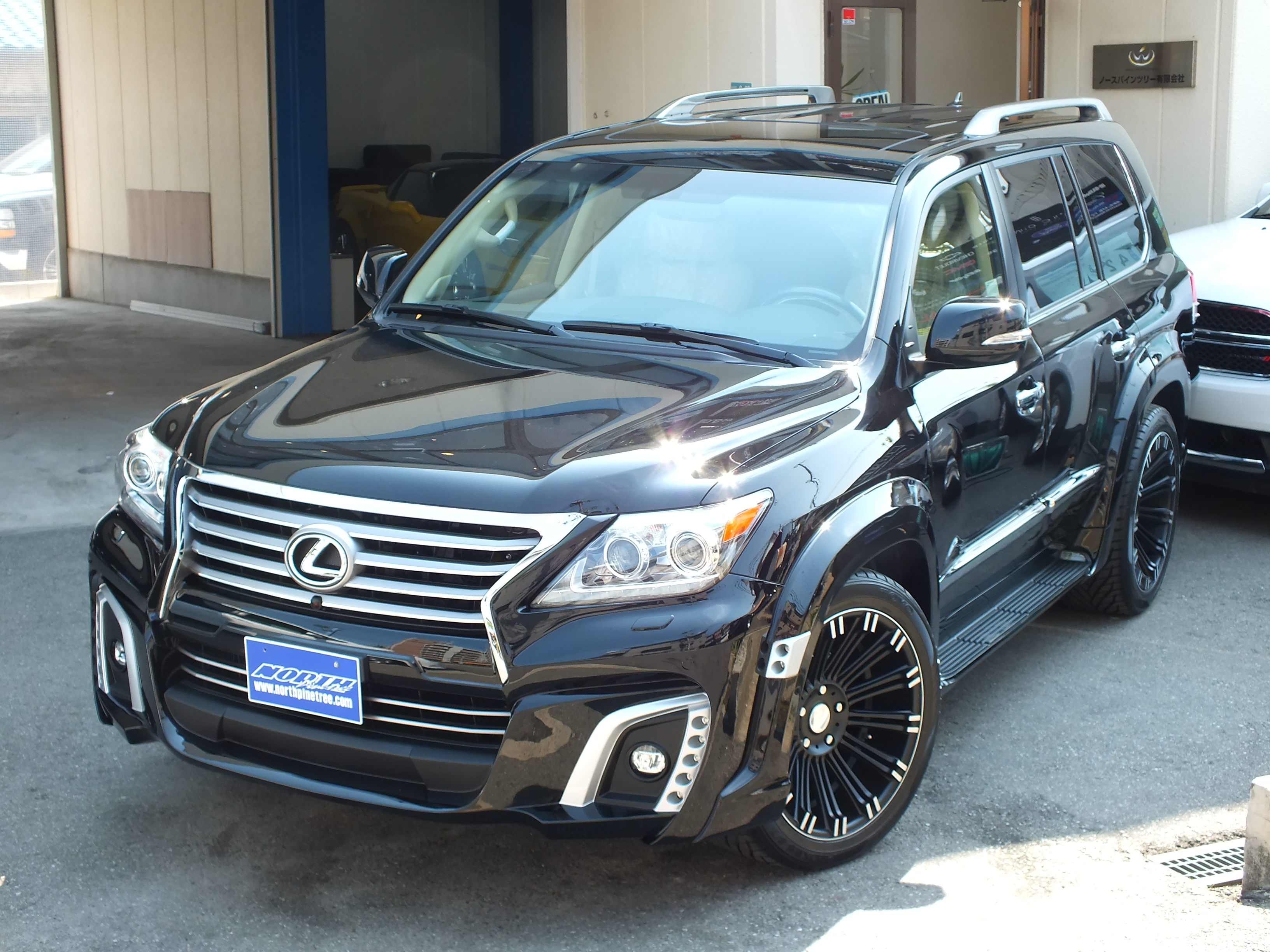 lexus lx570 vs qx56 2017. Black Bedroom Furniture Sets. Home Design Ideas