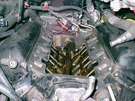 インマニが外れたアストロのエンジン