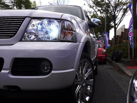フォード エクスプローラー カスタム HID取付 社外HID 8000k カスタムパーツ LED クローム アメ車 専門店 大阪 ガレージアクト